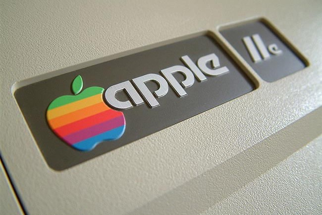 Apple Logo Evolution - It all Started With a Fruit