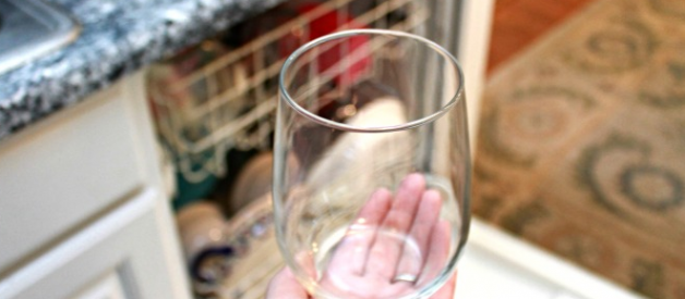 How to Remove Hard Water Stains from Glasses in Dishwasher