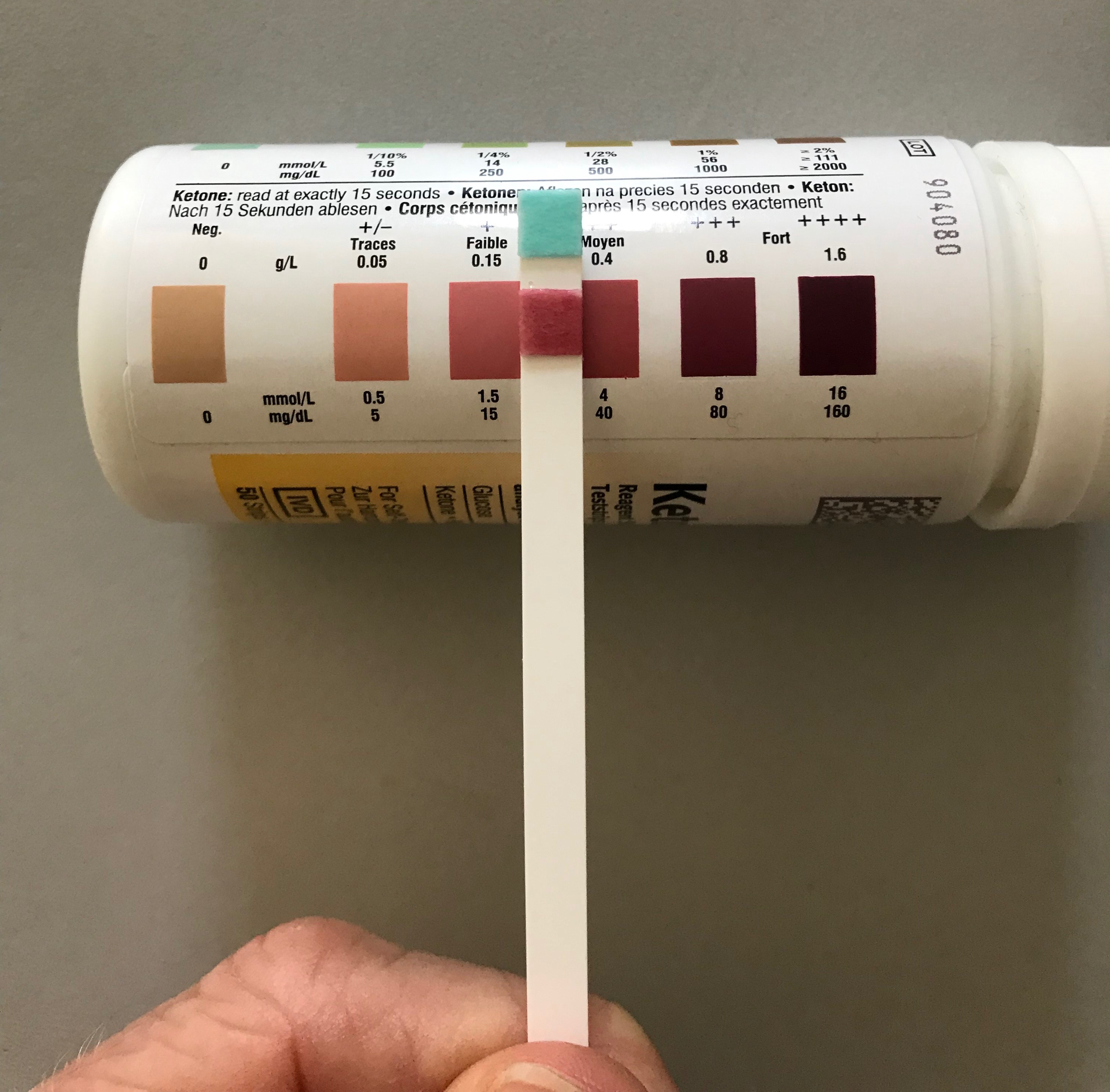 A urine strip showing blood ketone levels of between 1.5 and 4 mmol/L.