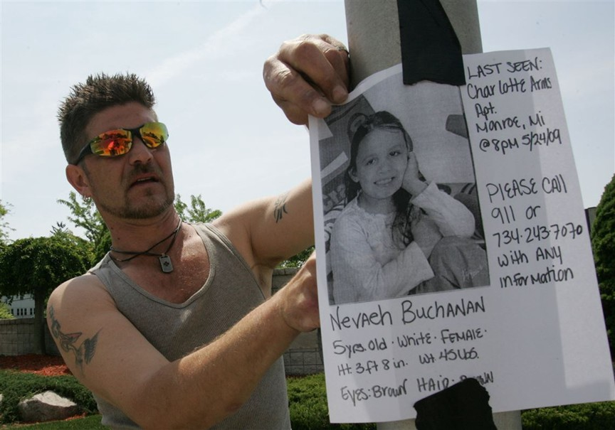 Volunteer Rich Castura among family, friends, and neighbors searching for Nevaeh Buchanan. Photo courtesy Toledo Blade.