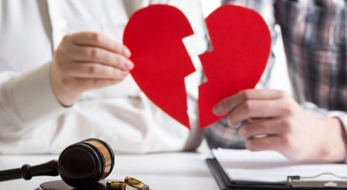 Pros and Cons of Keeping Your Married Name After Divorce