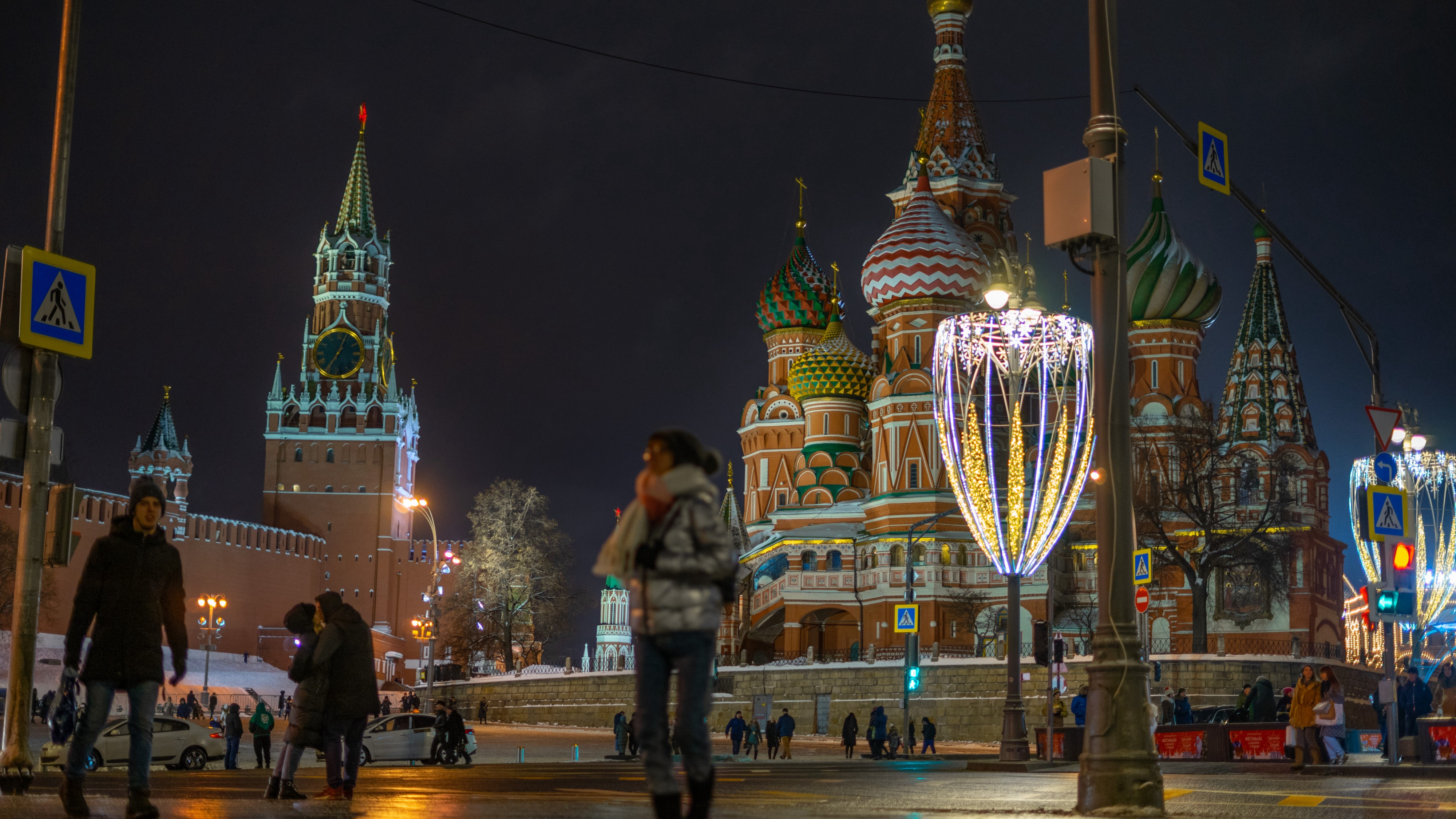 Photo of the Kremlin and Saint Basil?s in Moscow