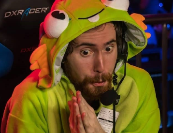 Who is Asmongold's girlfriend 2020?